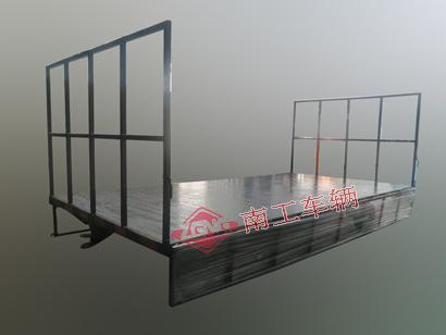 3吨护栏型平板拖车 两侧侧翻式护栏全挂车