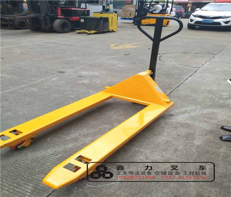直销2-3吨手动液压叉车托盘平板拖车 手压式装卸车油缸配件拉货车