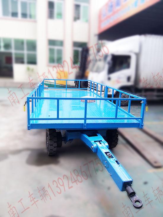 6吨护栏平板拖车