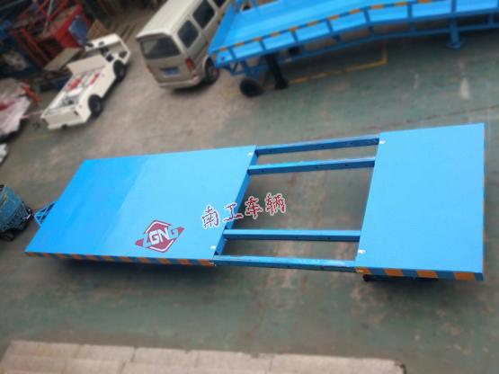 平板车 15吨伸缩型平板拖车