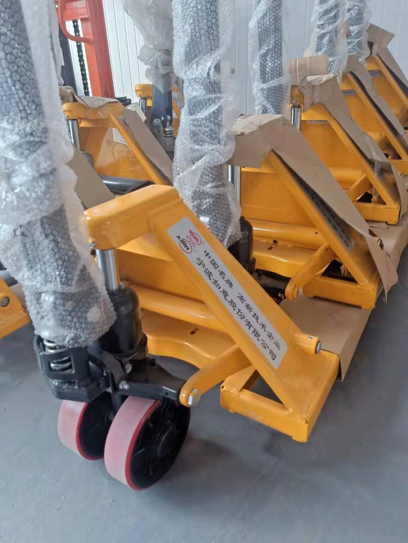 烟台手动液压车/西林加长型AC 2吨685*1800地牛托盘车:叉车销售