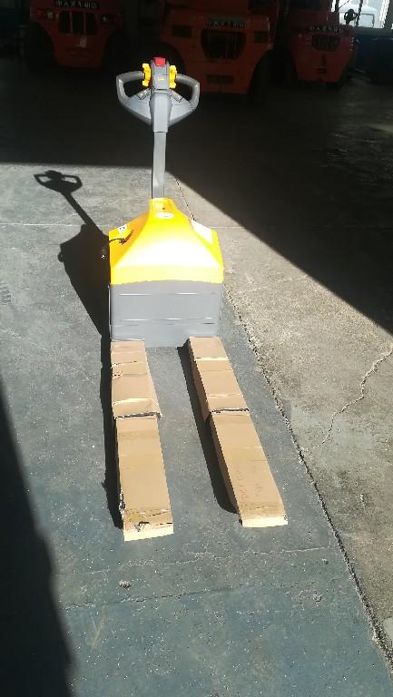 青岛华晟半电动堆高车/电瓶液压叉车/仓储物流搬运设备非标定制